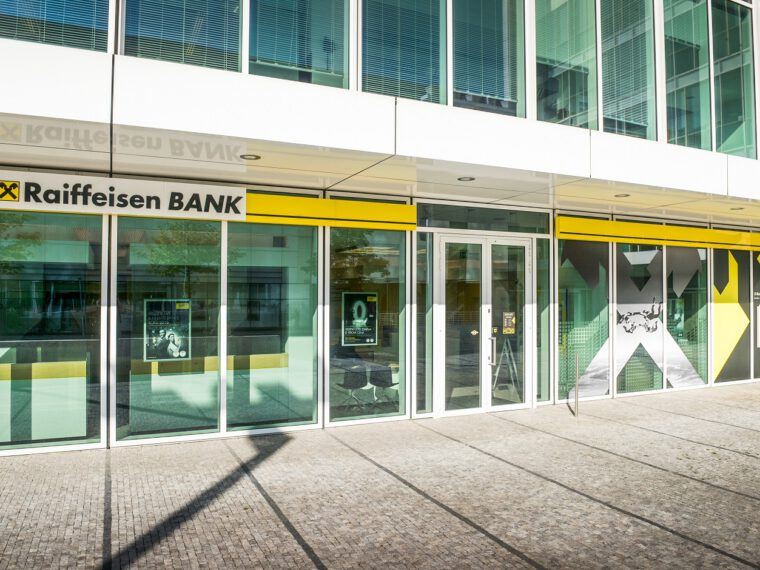 HAVEL & PARTNERS is representing Raiffeisenbank in the acquisition of Equa bank